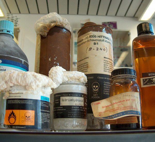 9 - Déchets dangereux - chemicals-540607_1920